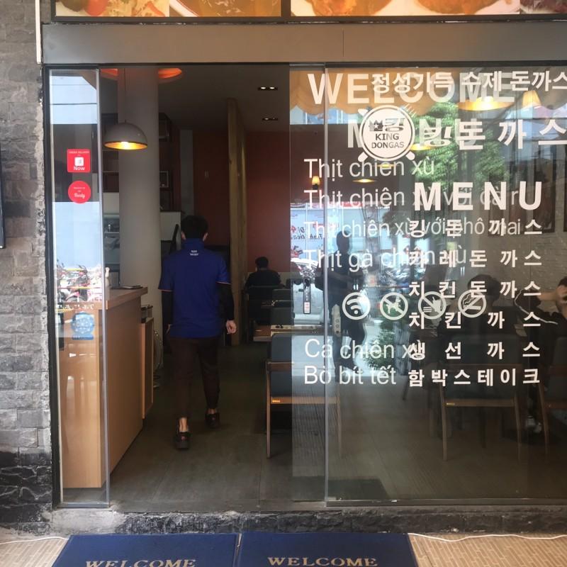 Cửa tự động Nhà hàng KING DONGAS Số 2 Quách Văn Tuấn, Quận Tân Bình